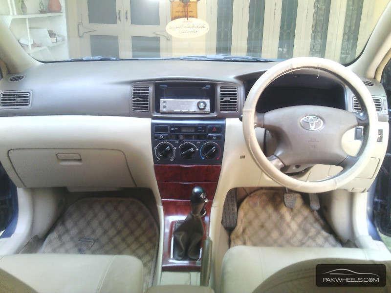 Toyota Corolla SE Saloon 2004 Image-6