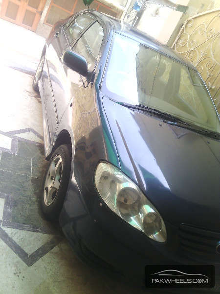 Toyota Corolla SE Saloon 2004 Image-2