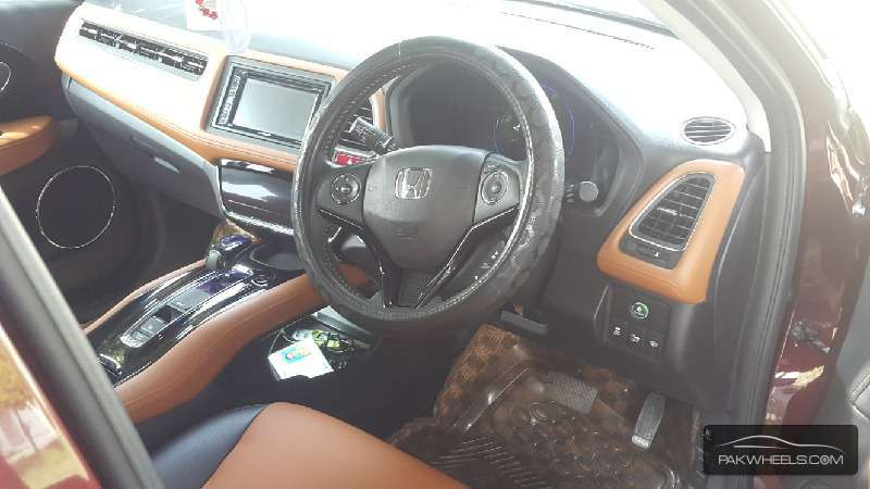 Honda Vezel Hybrid Z 2014 Image-3