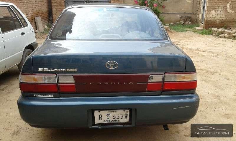Toyota Corolla SE Saloon 1995 Image-6