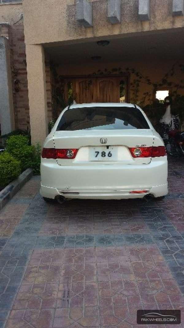Honda Accord CL9 2002 Image-9