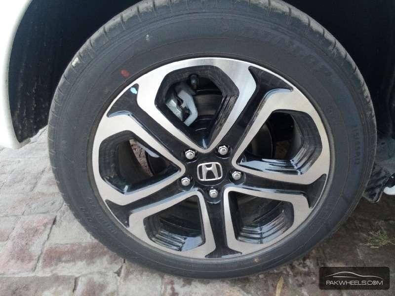 Honda Vezel Hybrid Z 2015 Image-9