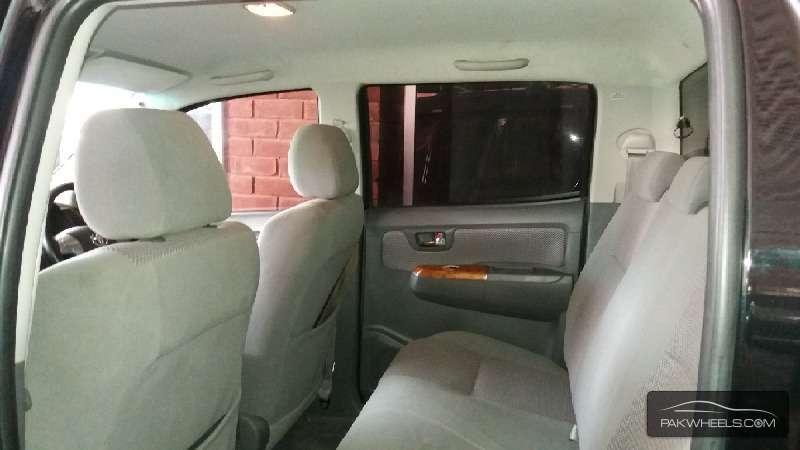 Toyota Hilux Vigo V 2011 Image-6