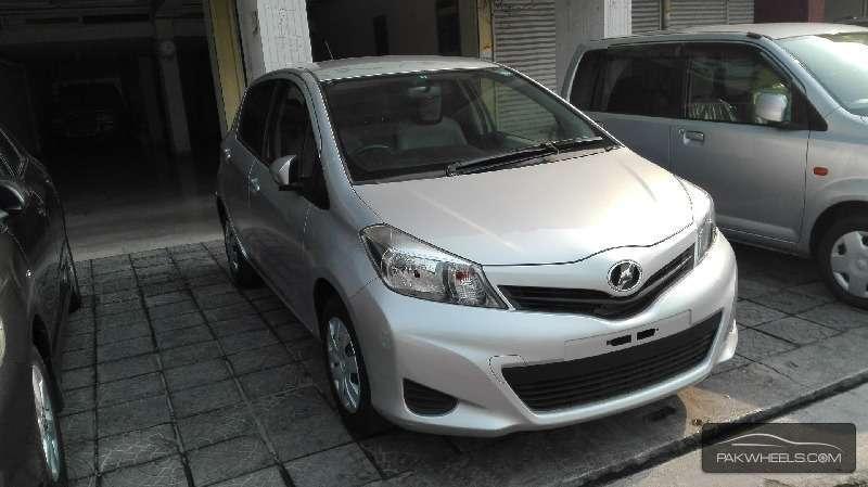 Toyota Vitz F 1.0 2012 Image-2