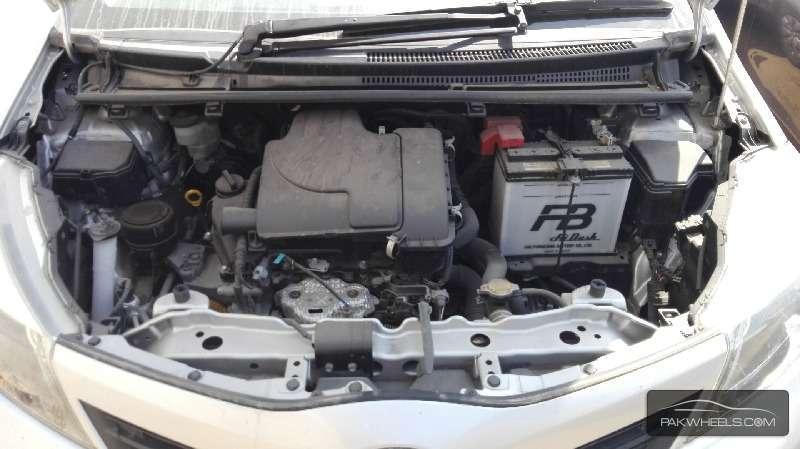 Toyota Vitz FL 1.0 2012 Image-9