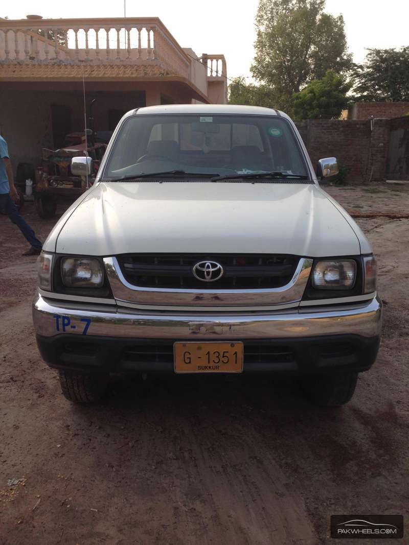 Toyota Hilux 4x4 Double Cab Standard 2005 Image-1