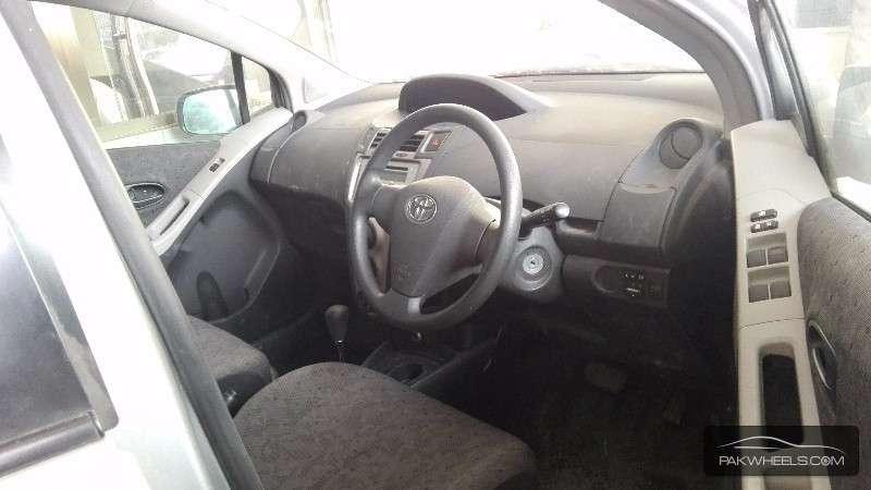 Toyota Vitz F 1.0 2010 Image-3
