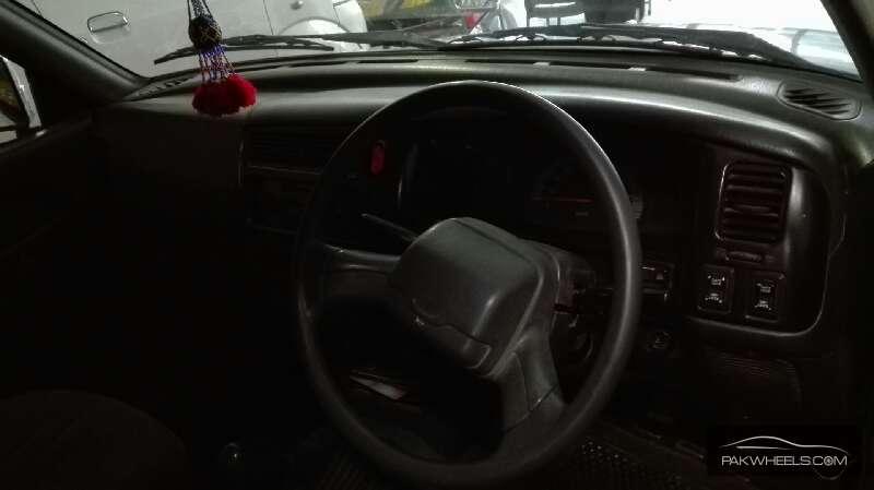 Mitsubishi Hiace 2005 Image-8