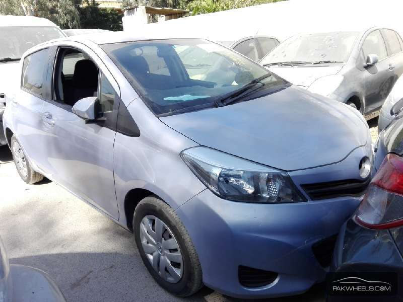 Toyota Vitz FL 1.0 2012 Image-1