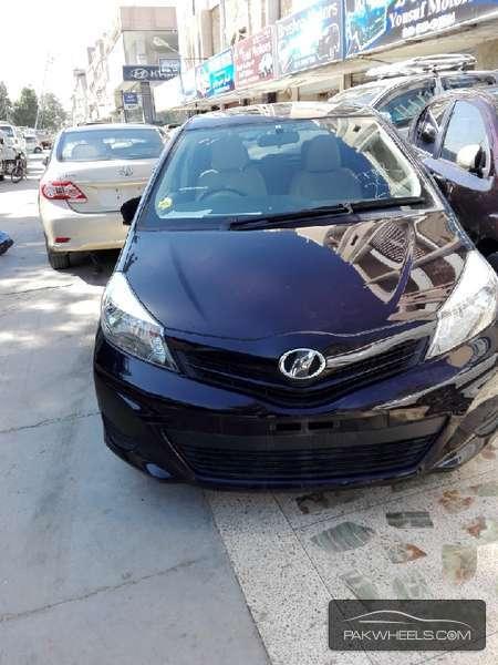Toyota Vitz iLL 1.0 2013 Image-1