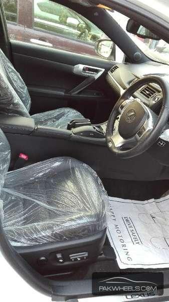 Lexus CT200h F Sport 2012 Image-2