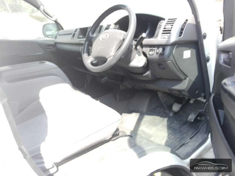 Toyota Hiace Grand Cabin 2009 Image-3