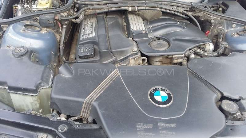 BMW 3 Series 316i 2004 Image-13