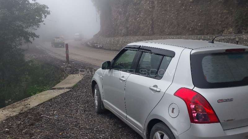 Suzuki Swift DLX 1.3 2010 Image-3