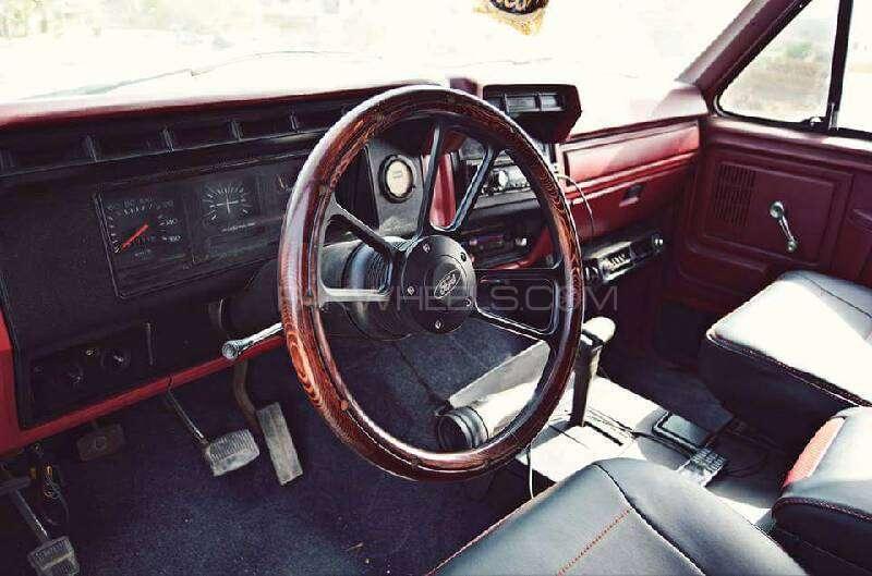 Ford Bronco 1983 Image-2