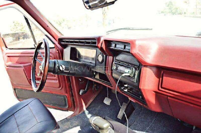 Ford Bronco 1983 Image-5