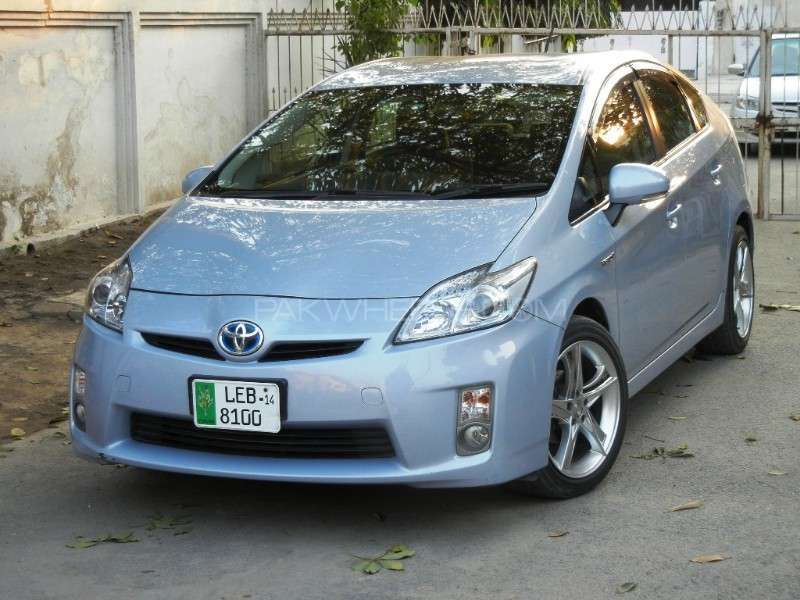 toyota prius alpha s 2010 for sale in lahore pakwheels. Black Bedroom Furniture Sets. Home Design Ideas