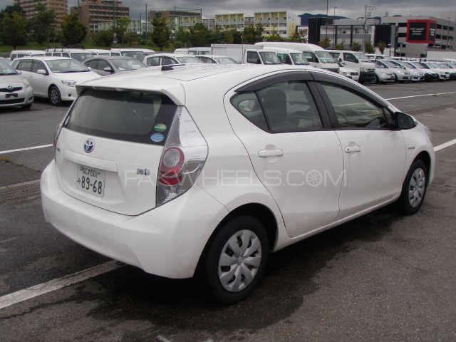 Toyota Aqua L 2012 Image-2