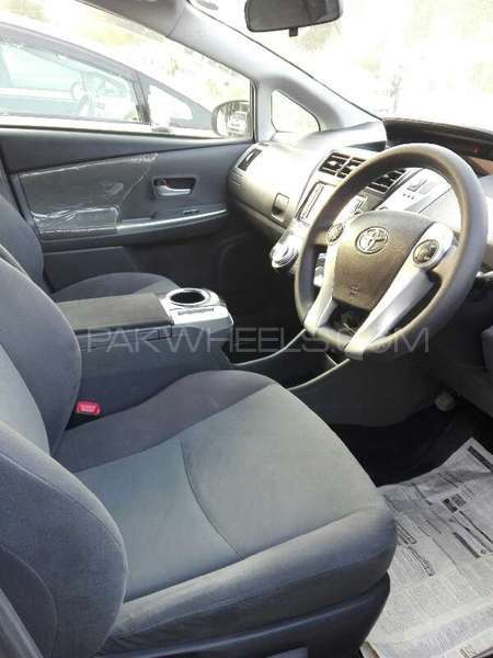 Toyota Prius L 1.8 2012 Image-4