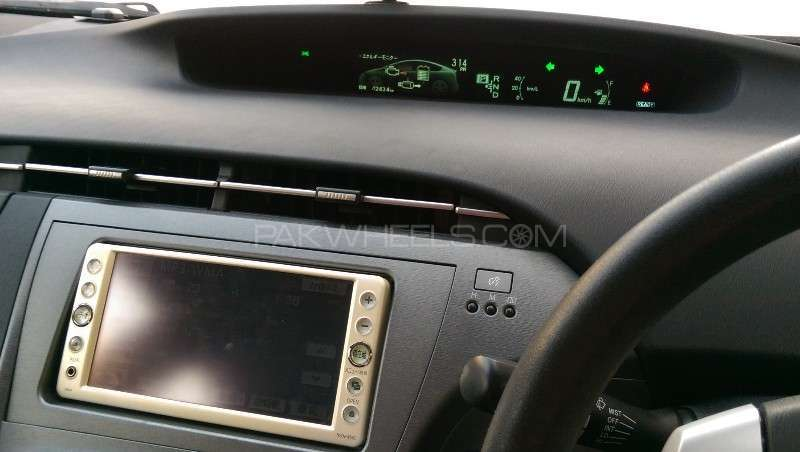 Toyota Prius L 1.8 2012 Image-9