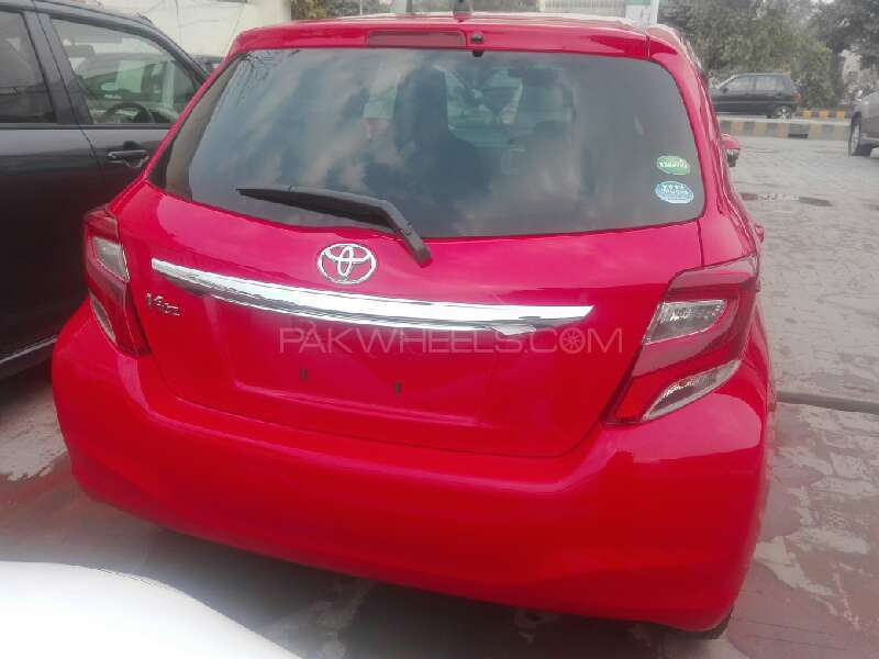 Toyota Vitz 2015 Image-3