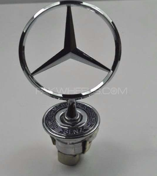 Mercedes Benz C180 New Model Emblem Image-1