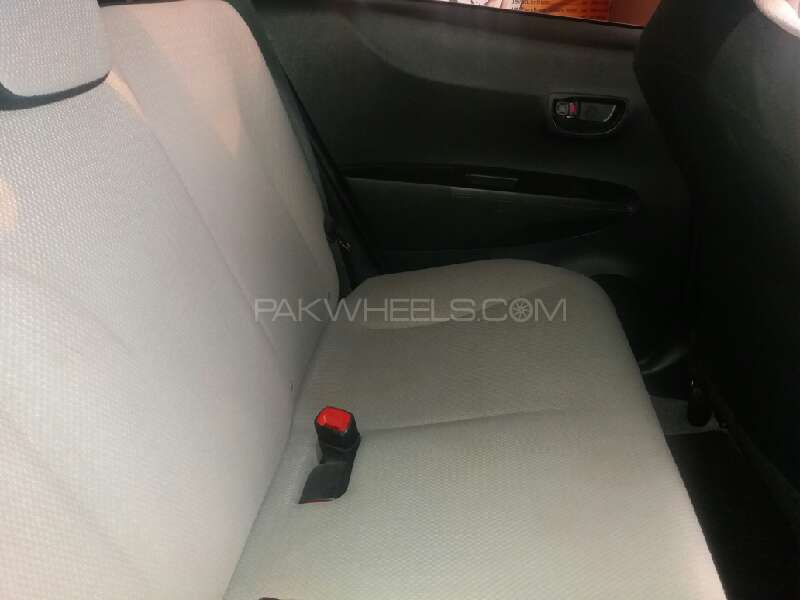 Toyota Vitz 2013 Image-11