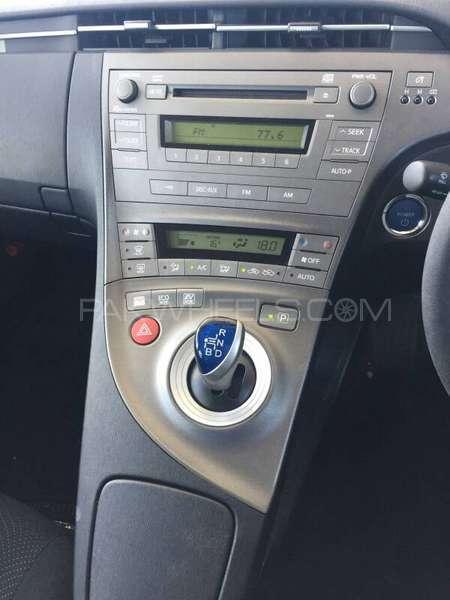 Toyota Prius S 1.8 2012 Image-4