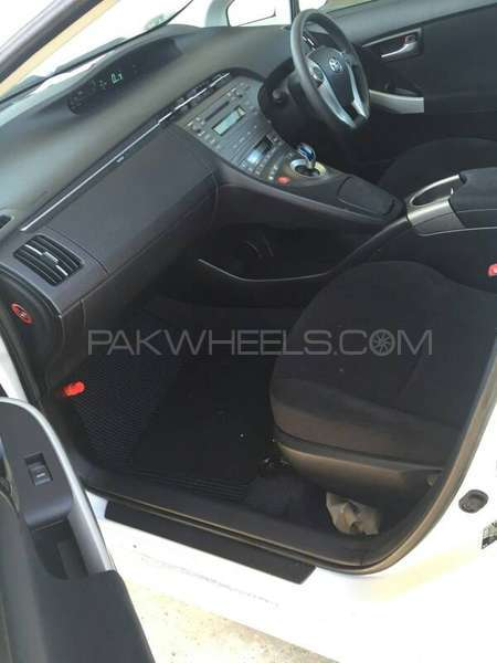 Toyota Prius S 1.8 2012 Image-5