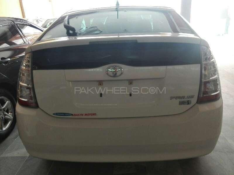 Toyota Prius 2011 Image-3