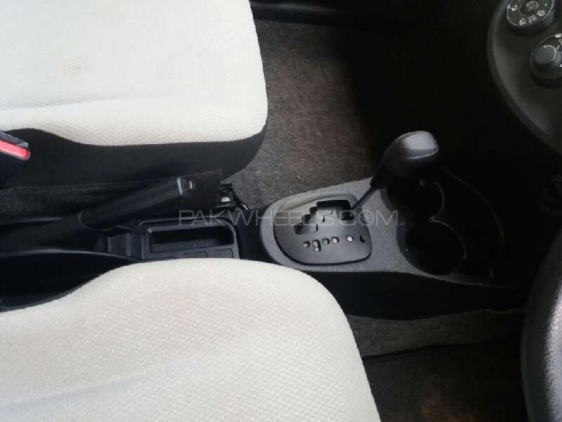 Toyota Vitz 2012 Image-6