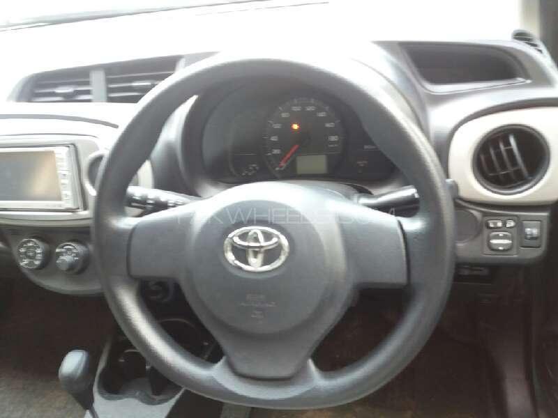 Toyota Vitz 2012 Image-11