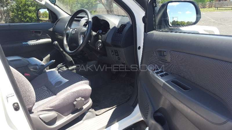 Toyota Hilux 4x4 Double Cab Standard 2013 Image-8