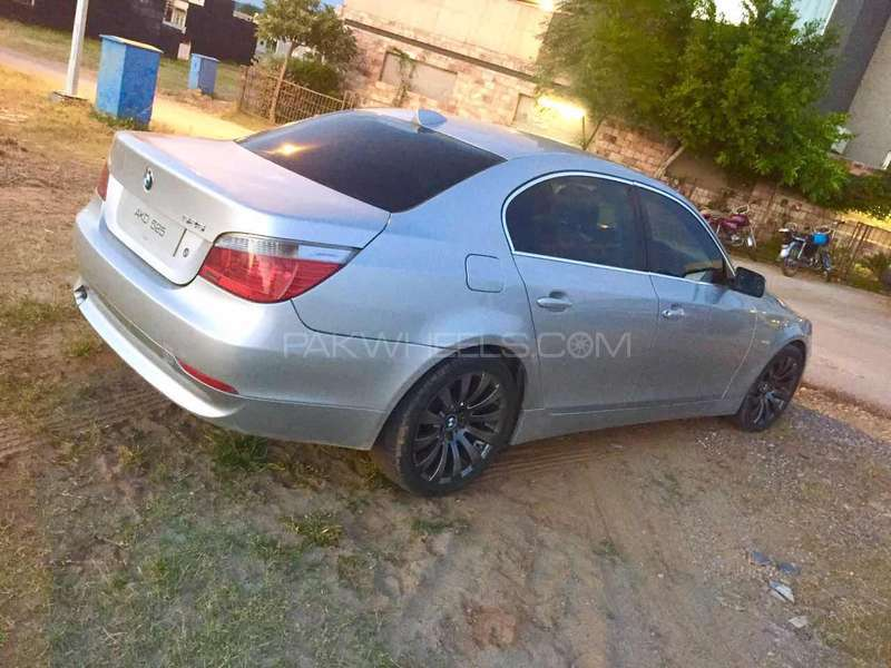 BMW 5 Series - 2004  Image-1