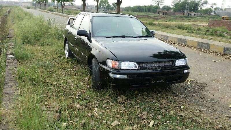 Toyota Corolla - 1999 Black Car Image-1
