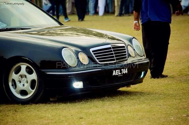 Mercedes Benz E Class - 2000  Image-1