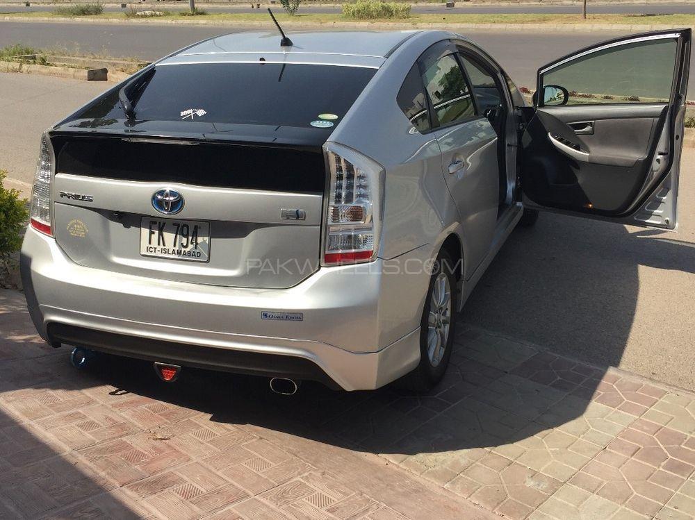 Toyota Prius - 2012  Image-1