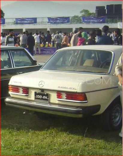 Mercedes Benz D Series - 1983  Image-1