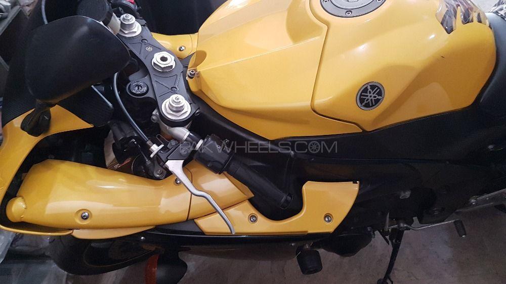Yamaha YZF-R1 - 2009  Image-1