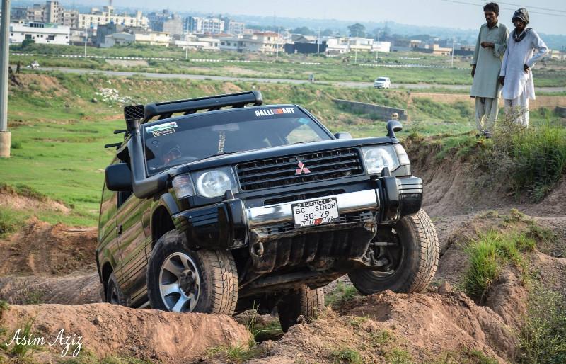 Mitsubishi Pajero - 1991 Black Hawk Image-1