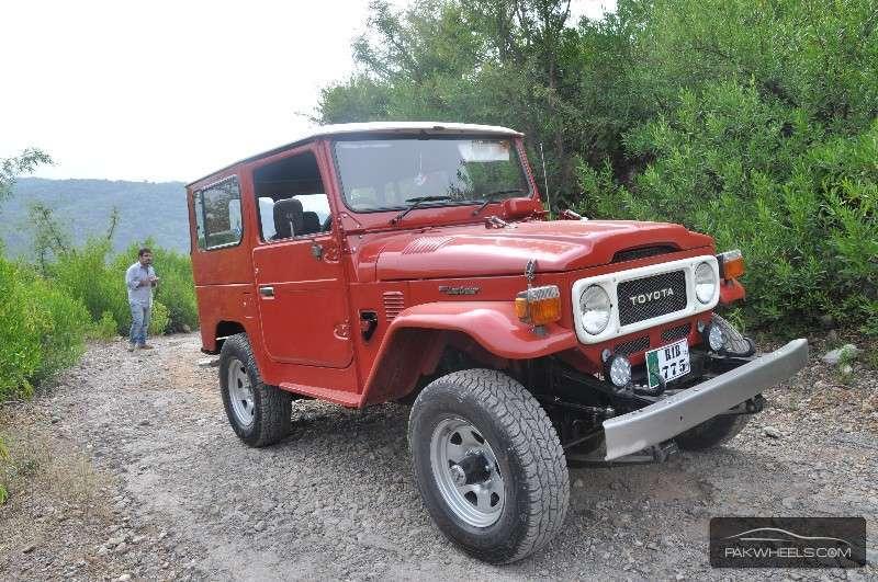 Toyota Land Cruiser - 1983 RED BULL Image-1