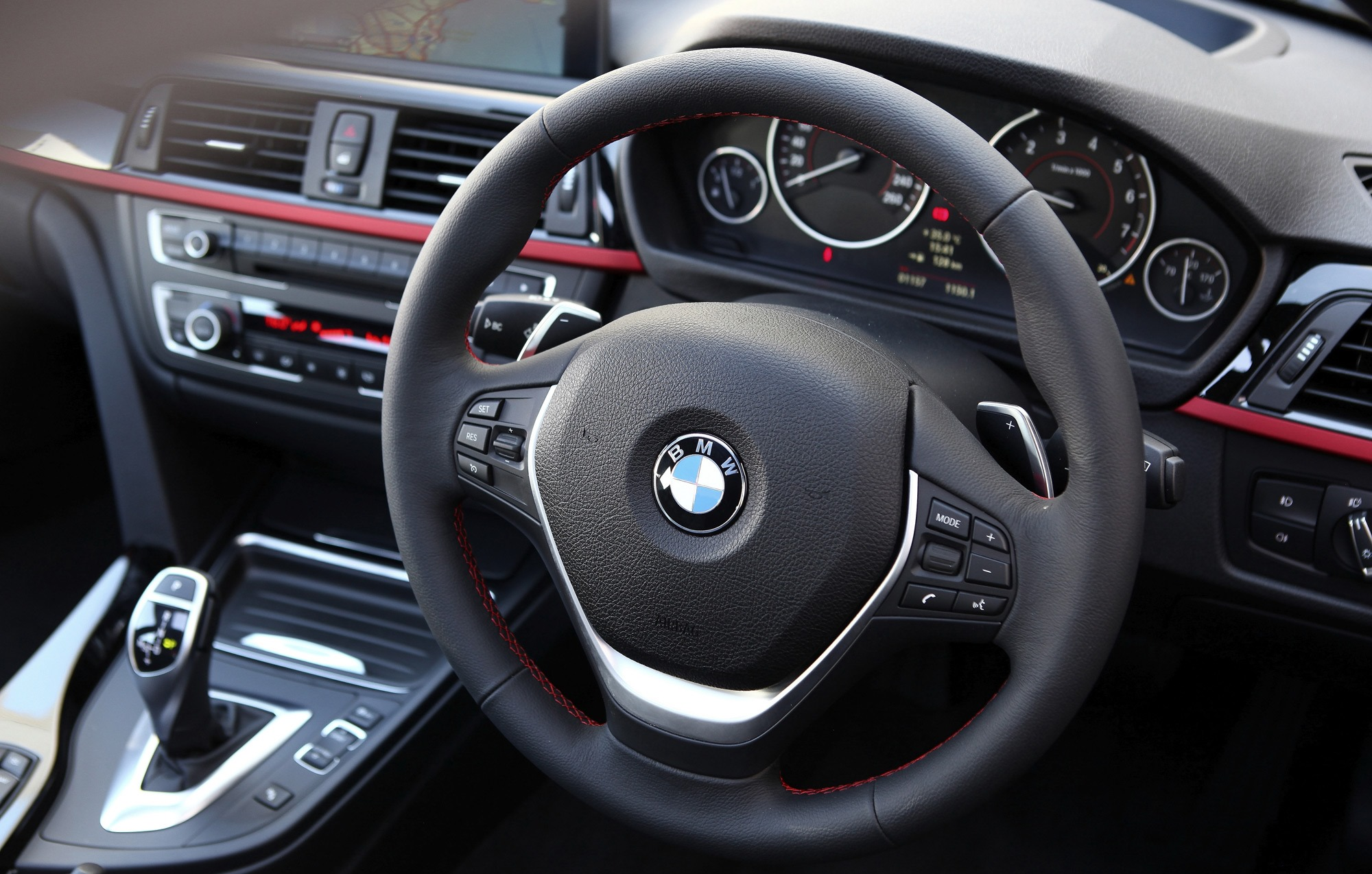 bmw 318i 2017 price pictures and specs pakwheels. Black Bedroom Furniture Sets. Home Design Ideas