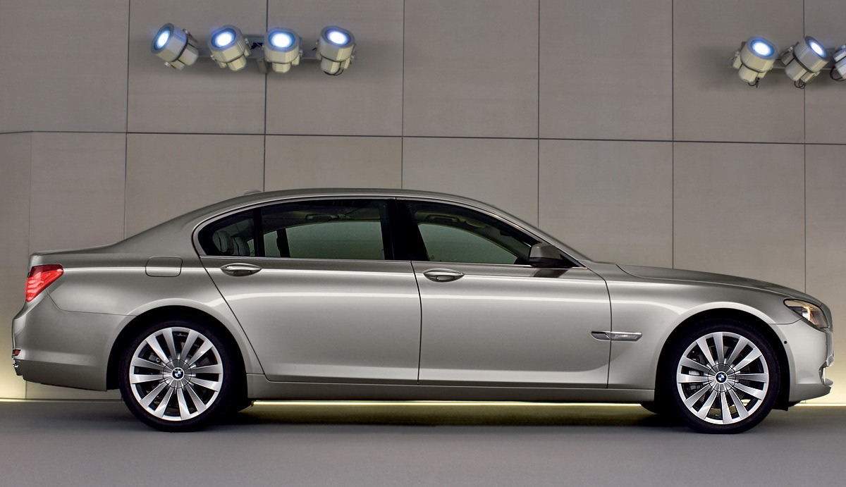 BMW 7 Series 2015 Exterior Side View