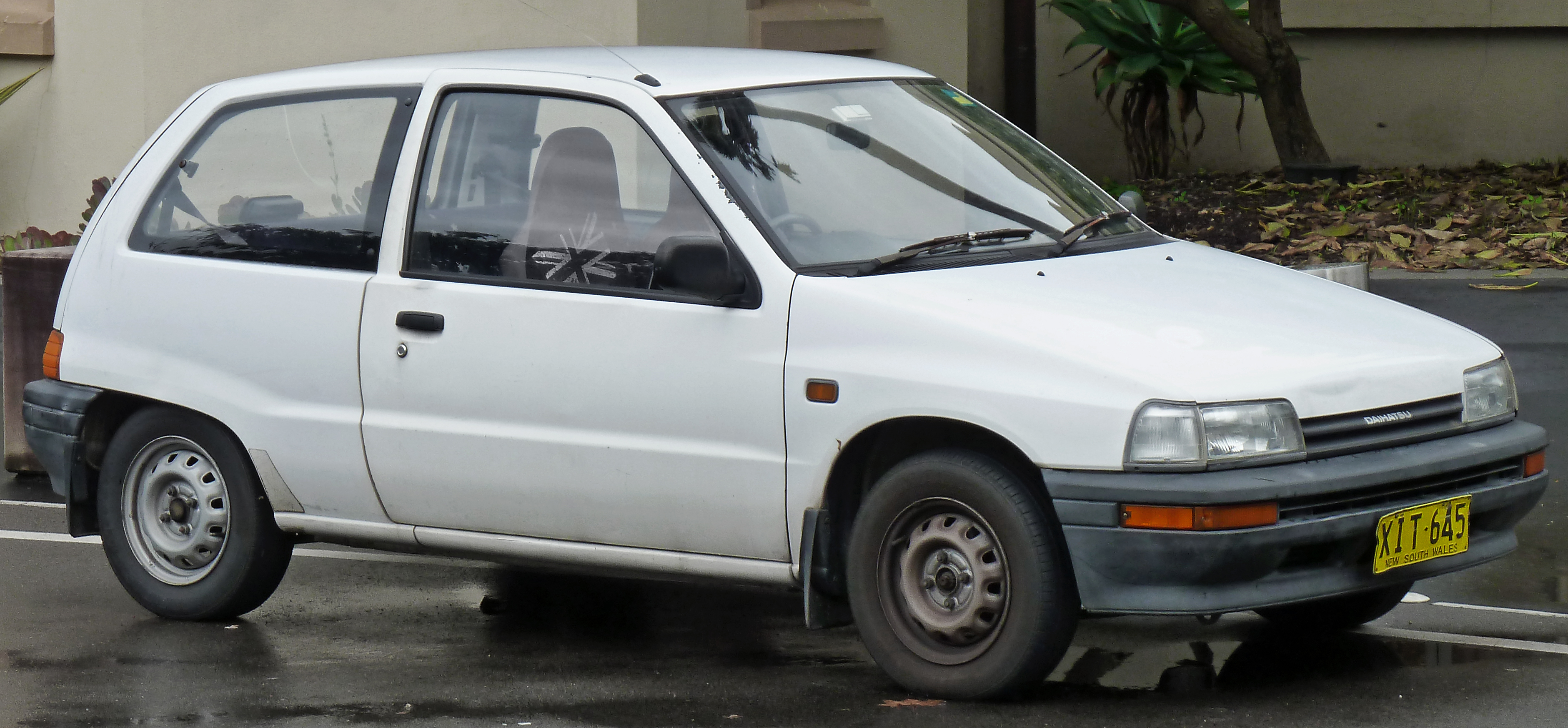 Daihatsu charade 1987 1993 prices in pakistan pictures and daihatsu charade 1987 exterior front side view vanachro Gallery