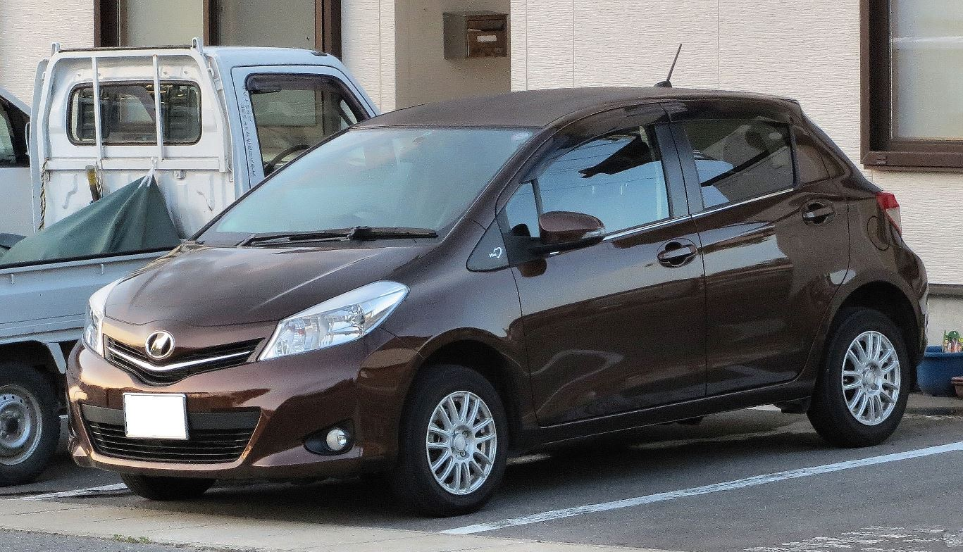 Toyota vitz 2010 exterior side view
