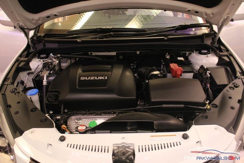 Suzuki Kizashi  Exterior Engine Bay