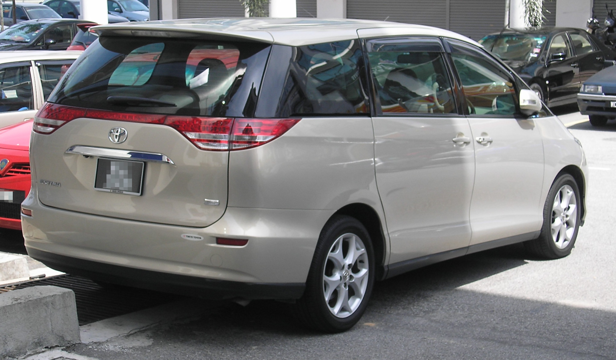 Toyota Estima  Exterior Rear End