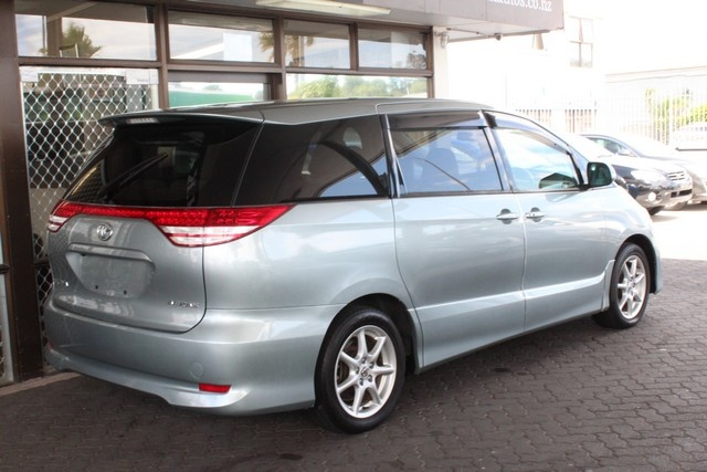 Toyota Estima  Exterior Rear Side View