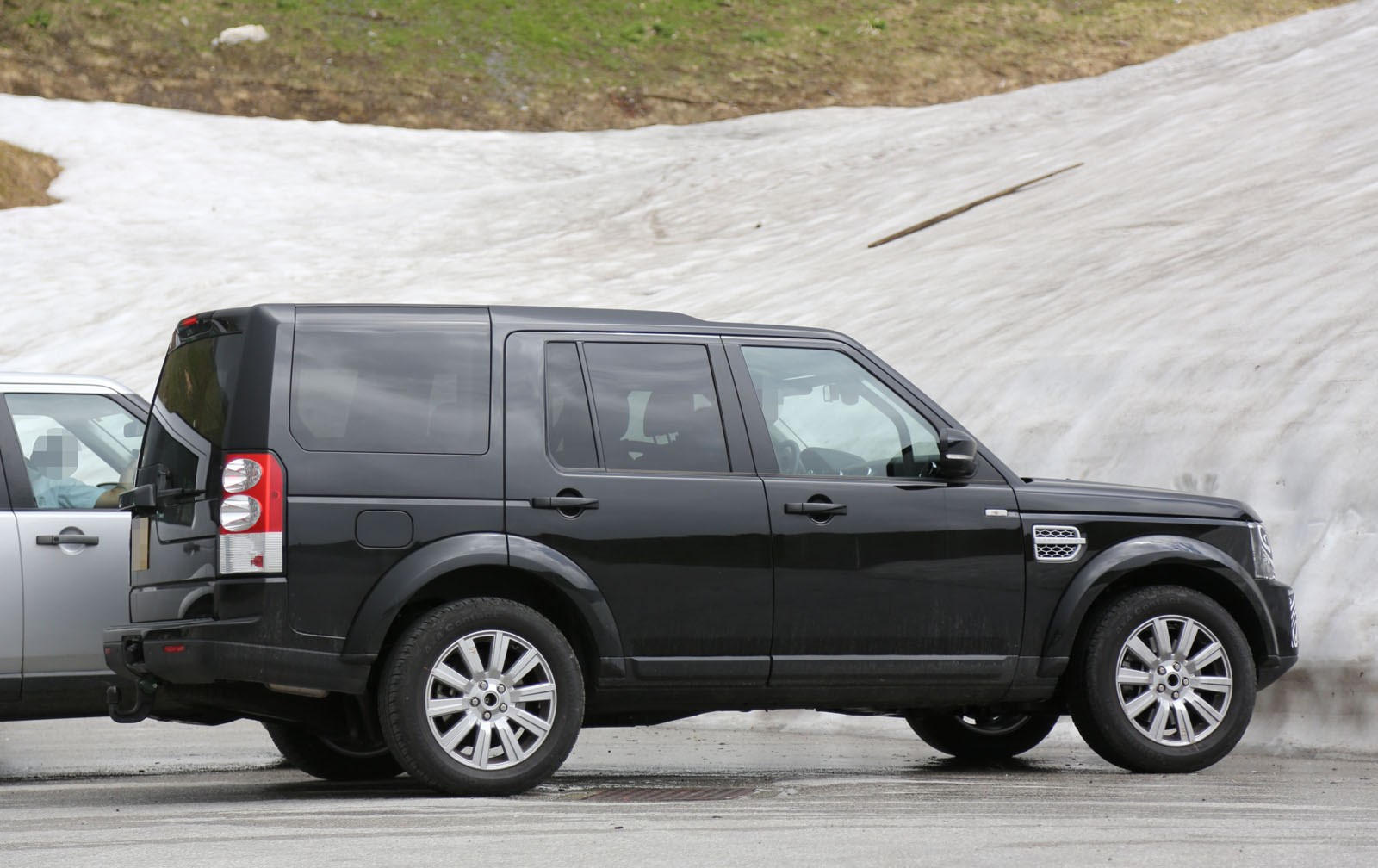 Land Rover Discovery 4  Exterior Side View