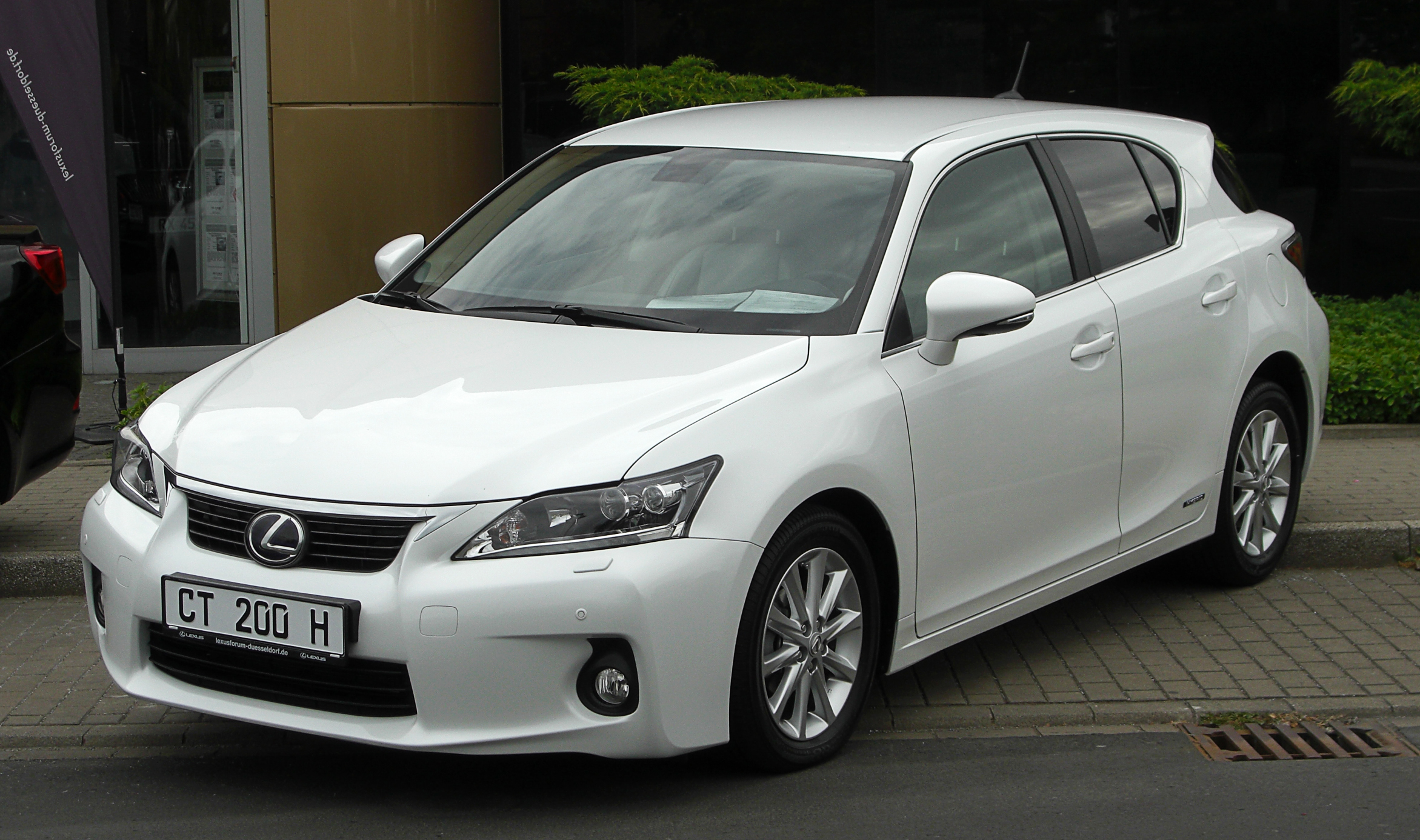 Lexus CT200h  Exterior Front Side View